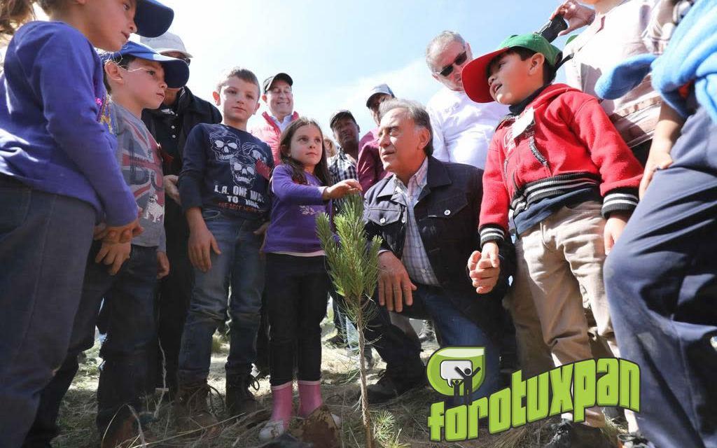 """Participa el Gobernador Yunes Linares en la jornada de reforestación """"Más pulmones para Veracruz"""""""