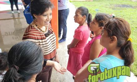 Presidenta del DIF acerca los servicios asistenciales a las comunidades