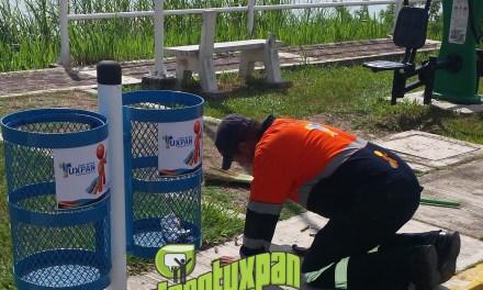 Limpia Pública instala nuevos cestos de basura en Tuxpan