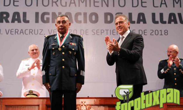 """Entrega el Gobernador Yunes la Medalla """"Ignacio de la Llave"""""""