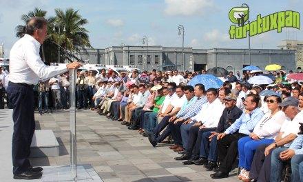 Gobernador entrega alcalde ambulancia avanzada