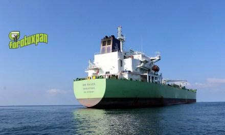 Arriban más barcos a descargar combustible