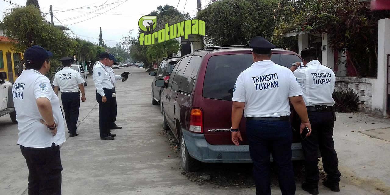 Tránsito Municipal entrega notificaciones a unidades abandonadas