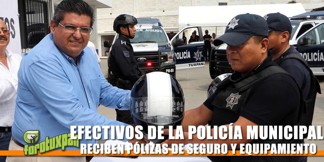 POLICÍA MUNICIPAL RECIBE PÓLIZAS DE SEGURO Y EQUIPAMIENTO