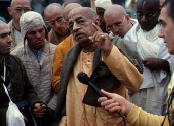 srila-prabhupada-on-morning-walk