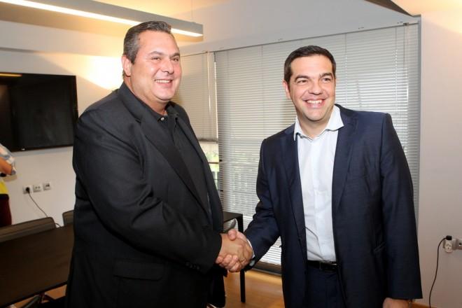 Ο πρόεδρος του ΣΥΡΙΖΑ Αλέξης Τσίπρας υποδέχεται τον πρόεδρο των ΑΝΕΛ Πάνο Καμμένο, στα κεντρικά γραφεία του ΣΥΡΙΖΑ, στην Κουμουνδούρου, κατά τη διάρκεια συνάντησής τους, μετά τα αποτελέσματα των χθεσινών εκλογών, Αθήνα, Δευτέρα  21 Σεπτεμβρίου 2015. ΑΠΕ-ΜΠΕ/ΑΠΕ-ΜΠΕ/Παντελής Σαίτας