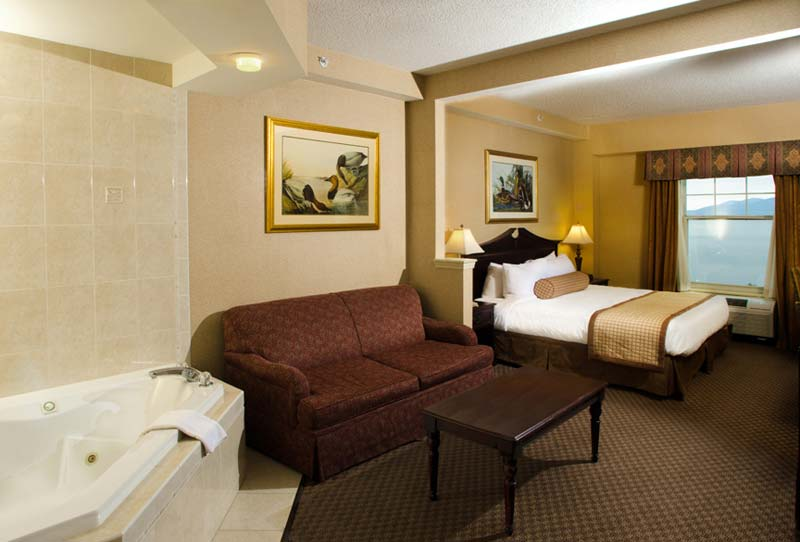 Upscale Hotel Rooms  Suites in Lake George Village  The Fort William Henry Resort