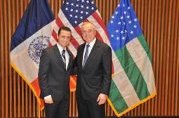 Михаил Белогородский и комиссар полиции Нью-Йорка Уильям Брэттон. Фото из личного архива