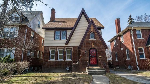 چگونه می توان یک خانه را در قیمت بالا بفروشید ؟؟ داستانی کاملاً واقعی دریافت کنید! در یکی از معاملات ما قبل از اینکه ...