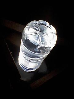 botol berisi air