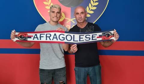 Nella giornata di oggi, con un comunicato, l'Afragolese calcio ha ufficializzato l'acquisto del centrocampista, ora ex Nocerina, Vincenzo Carrotta.
