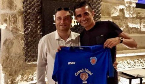 L'ASD Siracusa ha ingaggiato per la prossima stagione sportiva, l'attaccante, classe '81, Emanuele Catania. Ex Nocerina, ha indoissato la maglia della Nocerina nelle stagioni dal 2010 al 2012 collezionando 62 […]