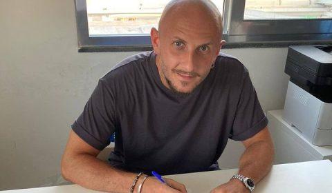 La Fortitudo Campi Flegrei ha ingaggiato per la prossima stagione sportiva il centrcompista, classe '89, Dario Magurno, che ha vestito la maglia della Nocerina nella stagione 2007/2008 in serie D.