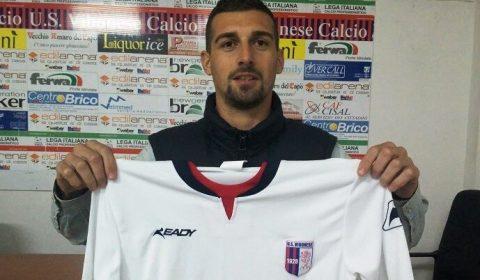 L'ACR Messina ha ufficializzato l'ingaggio del difensore, classe '85, Luigi Manzo. Ex Nocerina, ha vestito la maglia rossonera nella stagione 2017/2018 collezionando 32 presenze e 2 gol.