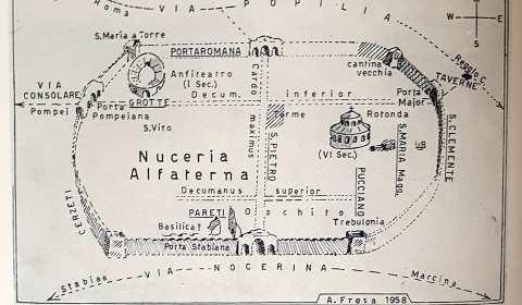 """L'Anfiteatro di Nuceria Correva l'anno 1970, quando i due Fratelli Fresa, Alfonso e Matteo concludevano una loro pubblicazione con il seguente pensiero: """"𝐿𝑎𝑝𝑖𝑙𝑙𝑜 𝑒 𝑐𝑒𝑛𝑒𝑟𝑒 𝑐𝑜𝑝𝑟𝑖𝑟𝑜𝑛𝑜, 𝑐𝑜𝑛𝑠𝑒𝑟𝑣𝑎𝑛𝑑𝑜 𝑝𝑒𝑟 𝑙𝑢𝑛𝑔ℎ𝑖 𝑠𝑒𝑐𝑜𝑙𝑖 […]"""