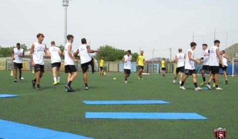 Test atletici e seduta tecnica per gli uomini di mister Cavallaro in questa prima seduta di allenamento.