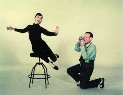 audrey-hepburn-being-photographed-by-fred-astaire