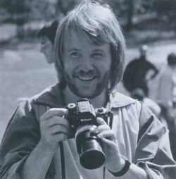 Benny-andersson-of-abba-with-a-nikon-f-2