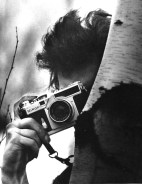 bob-dylan-with-a-nikon-sp-rangefinder