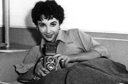 liz-taylor-and-a-rolleiflex