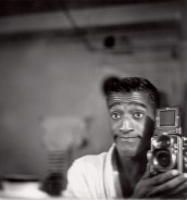sammy-davis-jr-and-his-rolleiflex