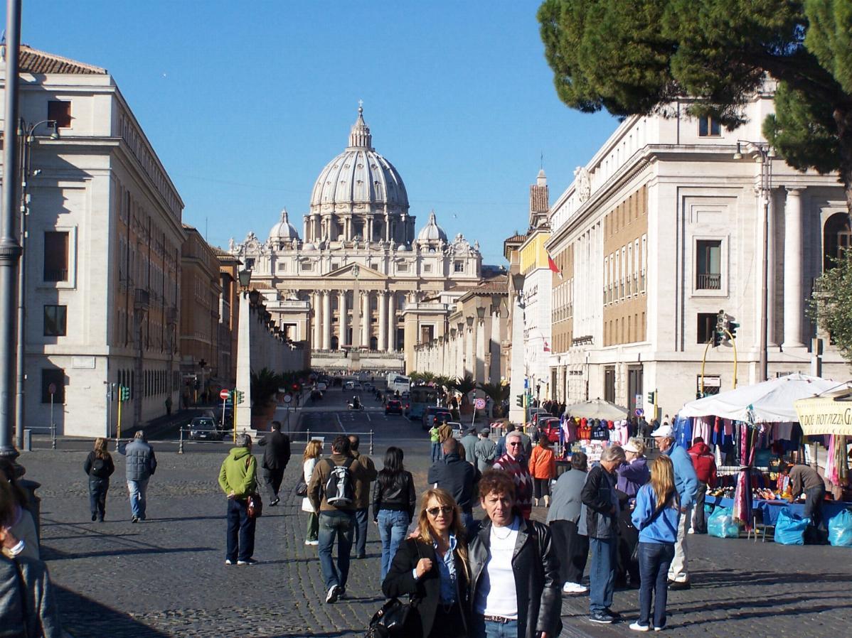 La mamma di Alessandra con Mimma a Roma in Piazza San Pietro