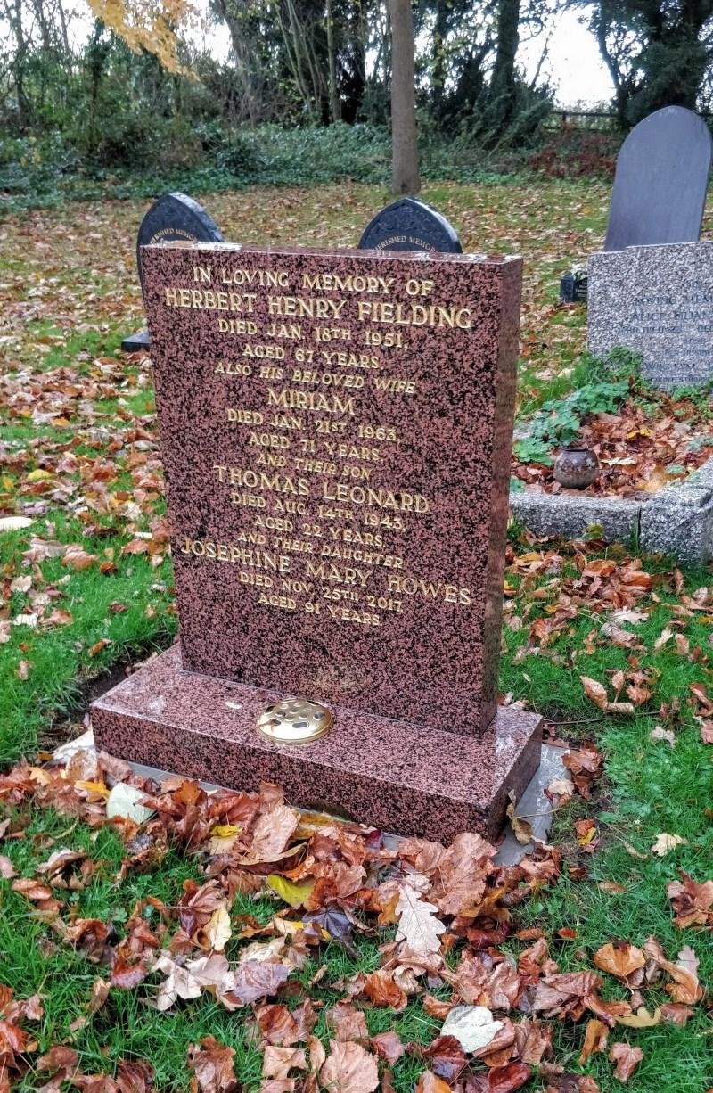 Fielding Howes gravestone
