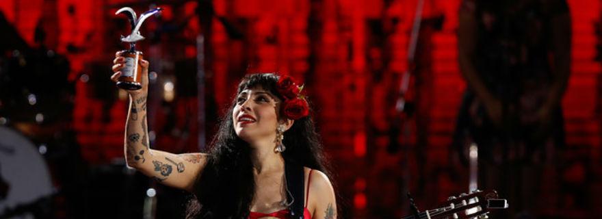 Artistas chilenos se rindieron ante el show de Mon Laferte en Viña 2017