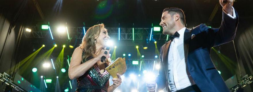 Karen Doggenweiler y Francisco Saavedra sorprenden con apasionado beso en Fiesta de la Vendimia: los piden para Viña