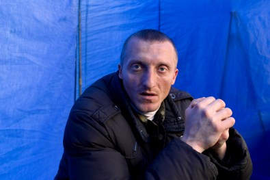 Roman Kyshuk 33, still a Maidan militiaman, has no idea how to get his life back on track. He suffers from a Post Traumatic Stress Disorder.