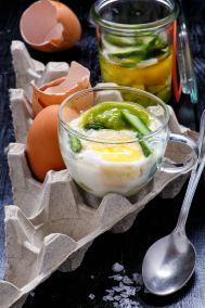 Uova in tazzina con asparagi e Pecorino Toscano Libro In cucina con i Formaggi Edizioni Moka