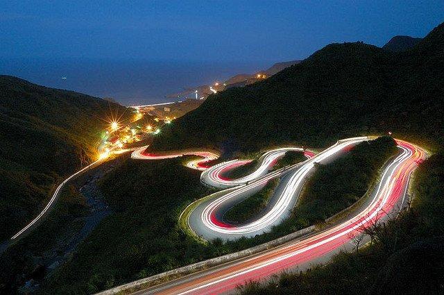 夜景、車軌、流水等也需要三腳架來拍出好照片。Photo by {link:http://www.flickr.com/photos/matthewfch/1688409628}Matthew Fang (117.4秒){/link}