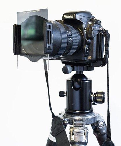 使用濾鏡時記得盡量緊貼鏡頭以減少反光。 (Photo from {link:http://www.shutterbug.com/content/graduated-neutral-density-filters-are-they-relevant-digital-age}Shutterbug{/link})