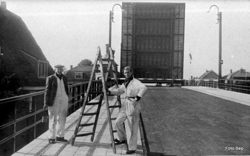 Willem van der Horst en zijn maatje uit Alphen fff wachten brug is open.