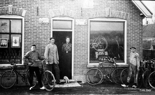 Piet de Bruin Jan van Klaveren en Echtgenote Jan keesen.