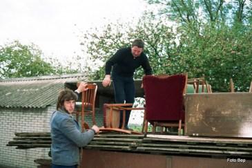 Landhekken voederkisten stoelen en klompen.