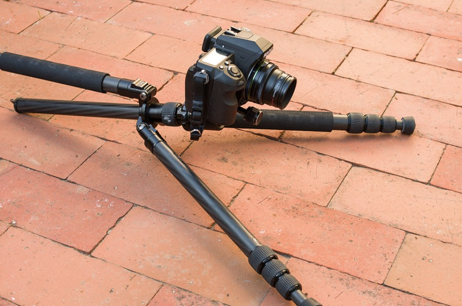 bodennah fotografieren mit einem Stativ mit überstreckten Beinen