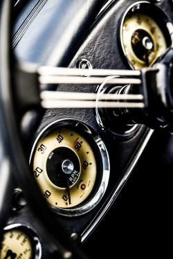 Autofotografie – Detailaufnahme der Armaturen / Foto: Stefan Dokoupil