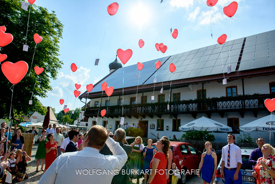 BrautpaarShooting auf Burg Trausnitz in Landshut und Hochzeitsreportage im Augustlhof