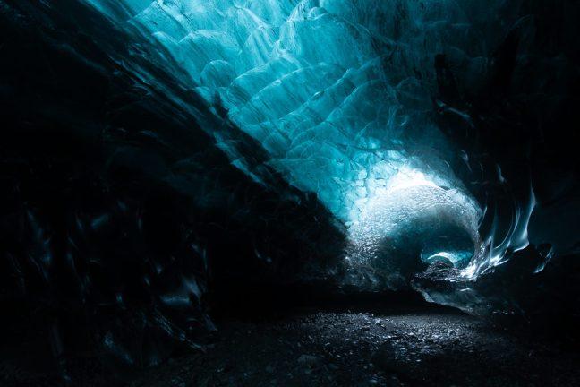 foto van een ijsgrot in IJsland zonder nabewerking