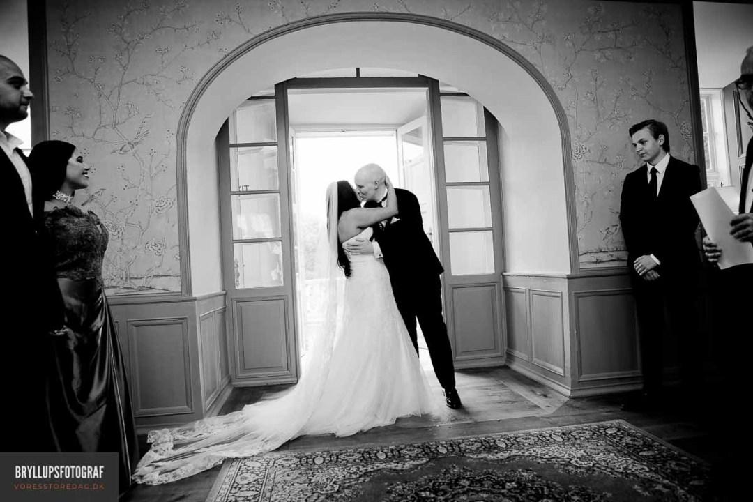 Vi har samlet en liste af nogle af Danmarks bedste bryllupsfotografer her. Alle; Fyn; København; Midtjylland; Nordjylland