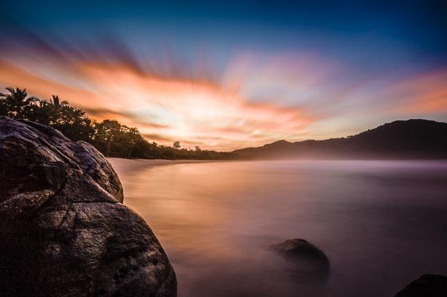 Foto: Nascer do sol na Barra do Sahy – São Sebastião– Ale Rodrigues