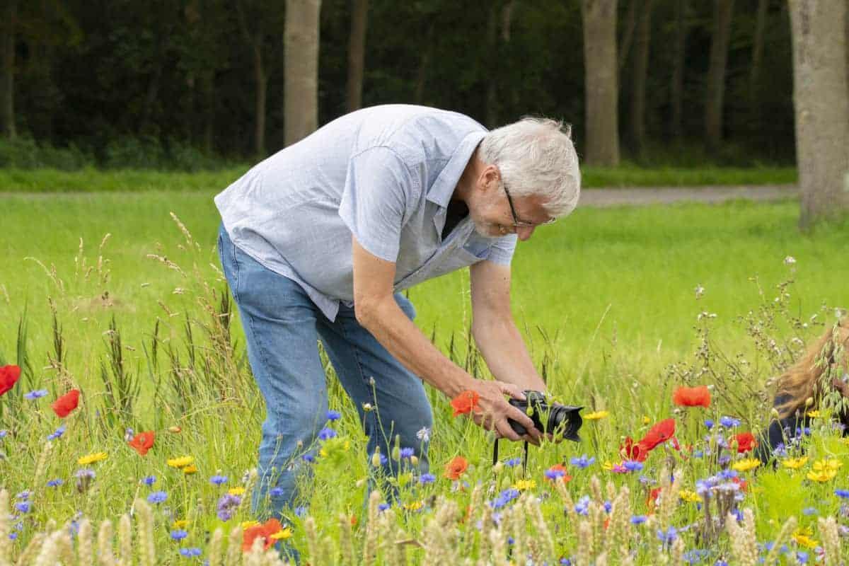 Fotoweekend Groninger Waddenkust - Herman in het bloemenveld