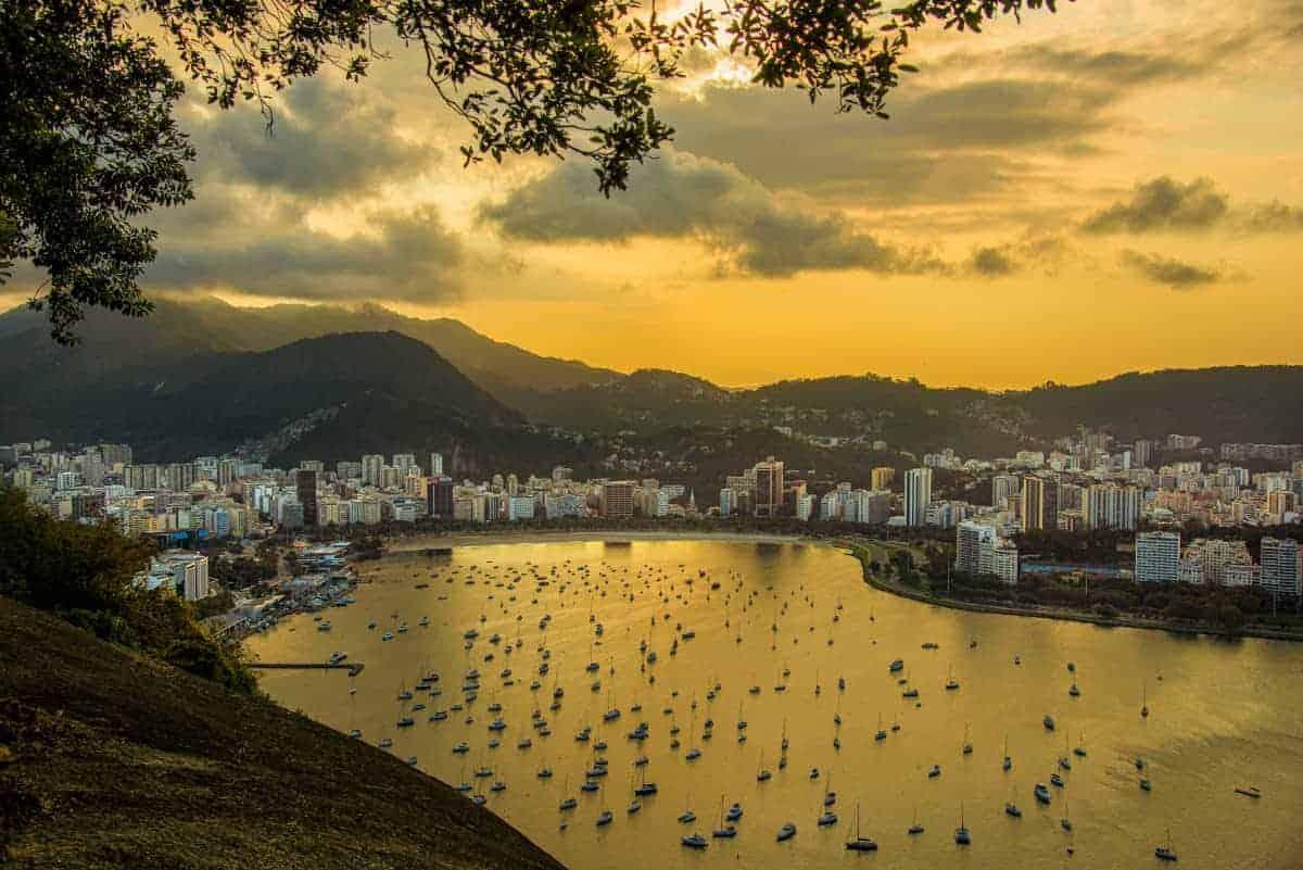 Rio de Janeiro bij avond tijdens de fotografiereis Brazilië.