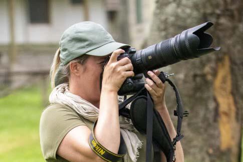 Fotoreis Kenia Tanzania Jessica fotografeert apen   Fotografie-reizen - Fotoreizen