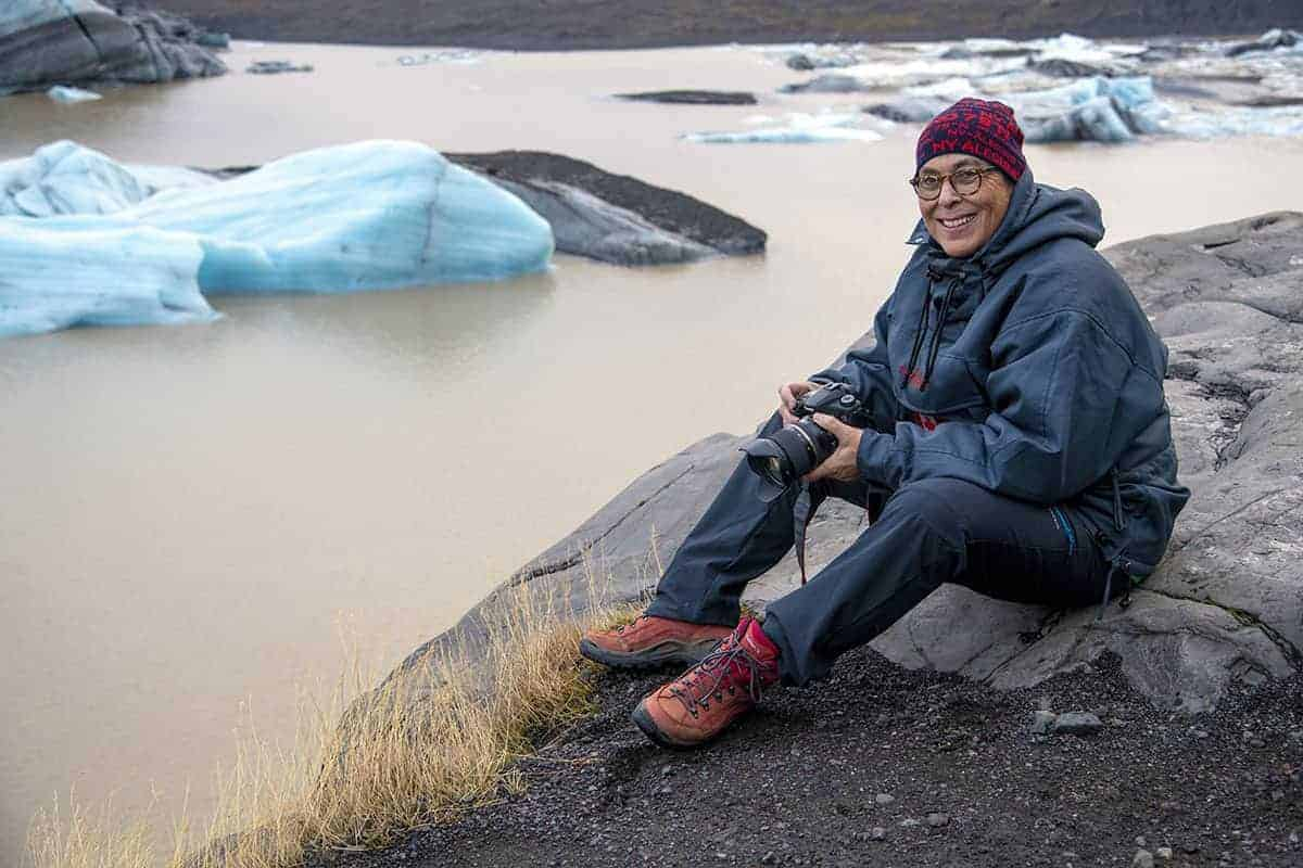 Fotoreizen IJsland Monique bij Svinafellsjokull