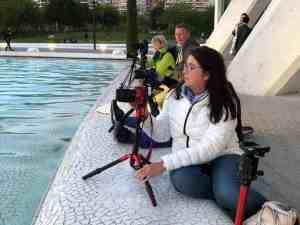 Deelnemers fotograferen in de stad van de kunst en de wetenschappen in Valencia