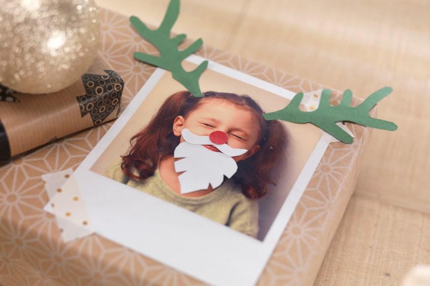 Auf die Verpackung des Geschenks kommt es an: Für fröhliche Momente sorgt eine originelle weihnachtliche Verzierung der Retro Prints.