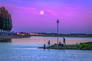 volle-maan boven de Rijn | Fotografie Arthur van Leeuwen