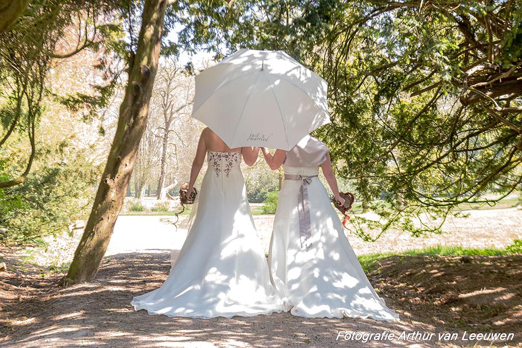 twee bruiden onder de paraplu Rhederoord